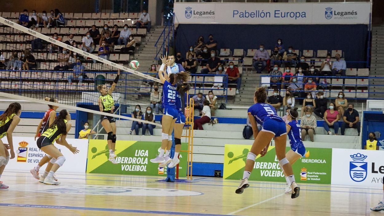 Imatge del primer triomf de les santcugatenques a Leganés / Foto: Voleibol Leganés