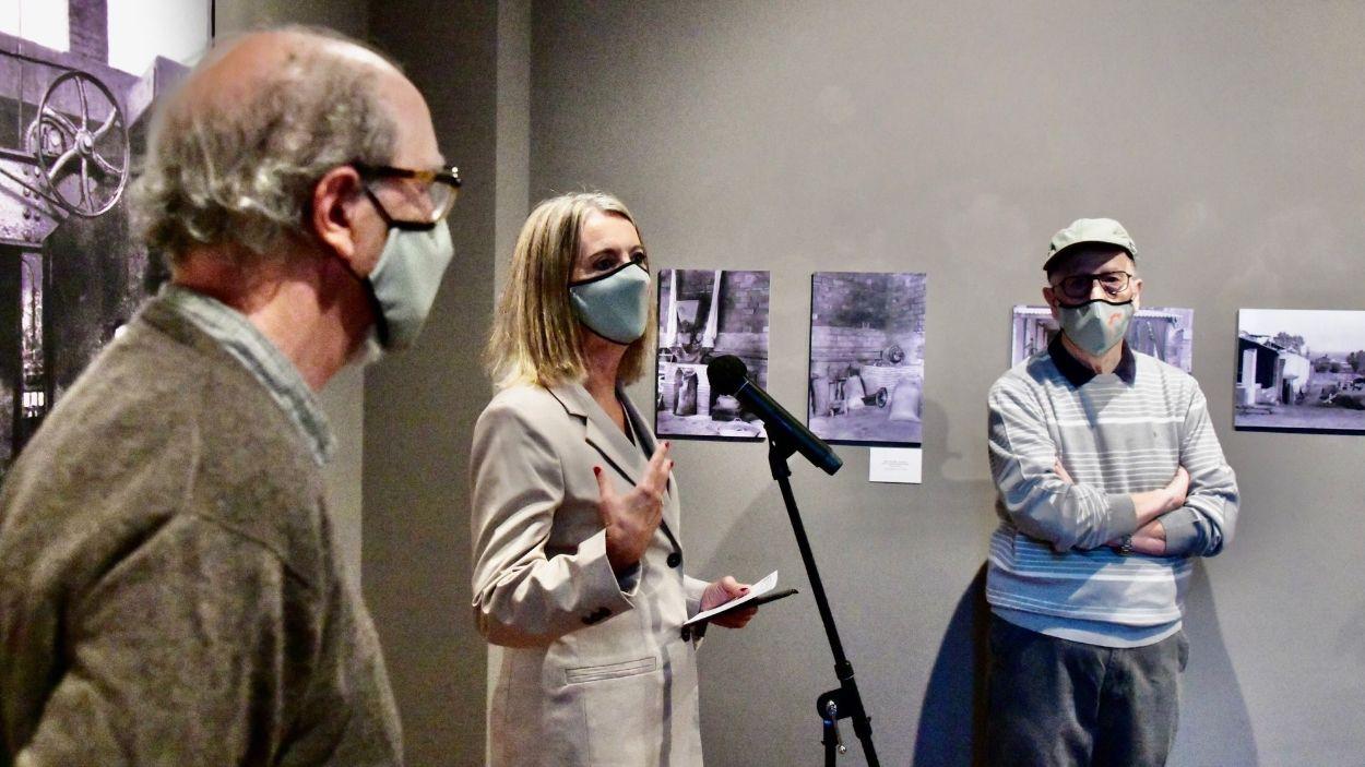Frederic Cabanas, Mireia Ingla i Carles Cabanas a la inauguració de la mostra / Foto: Localpres