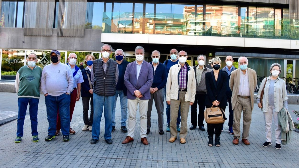 Foto de família dels responsables de la 62a edició de la Marxa Infantil, després de la presentació a l'Ajuntament / Foto: Localpres