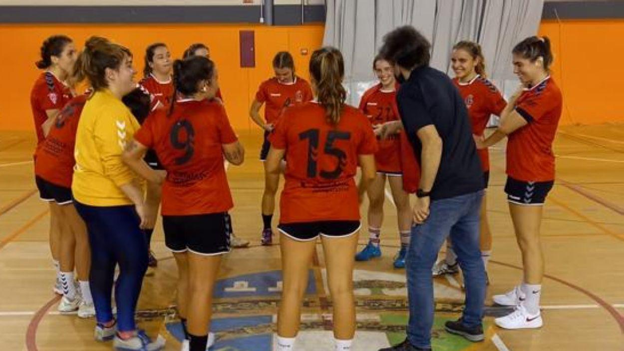 L'Handbol Sant Cugat femení lidera invicte la Primera Catalana