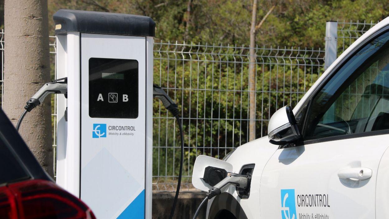 Punt de recàrrega per a vehicles elèctrics / Foto: ACN