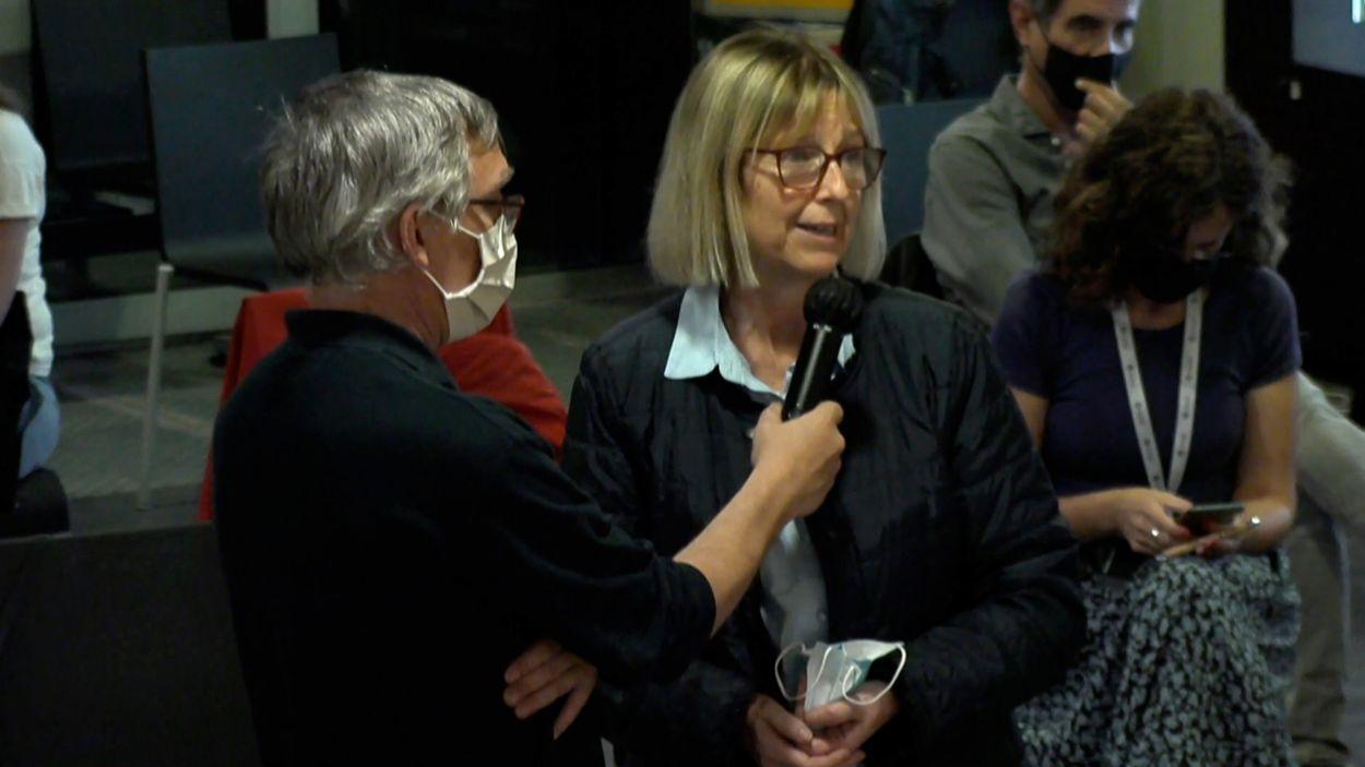 Intervenció de Clàudia Massé a l'audiència pública / Foto: Cugat Mèdia