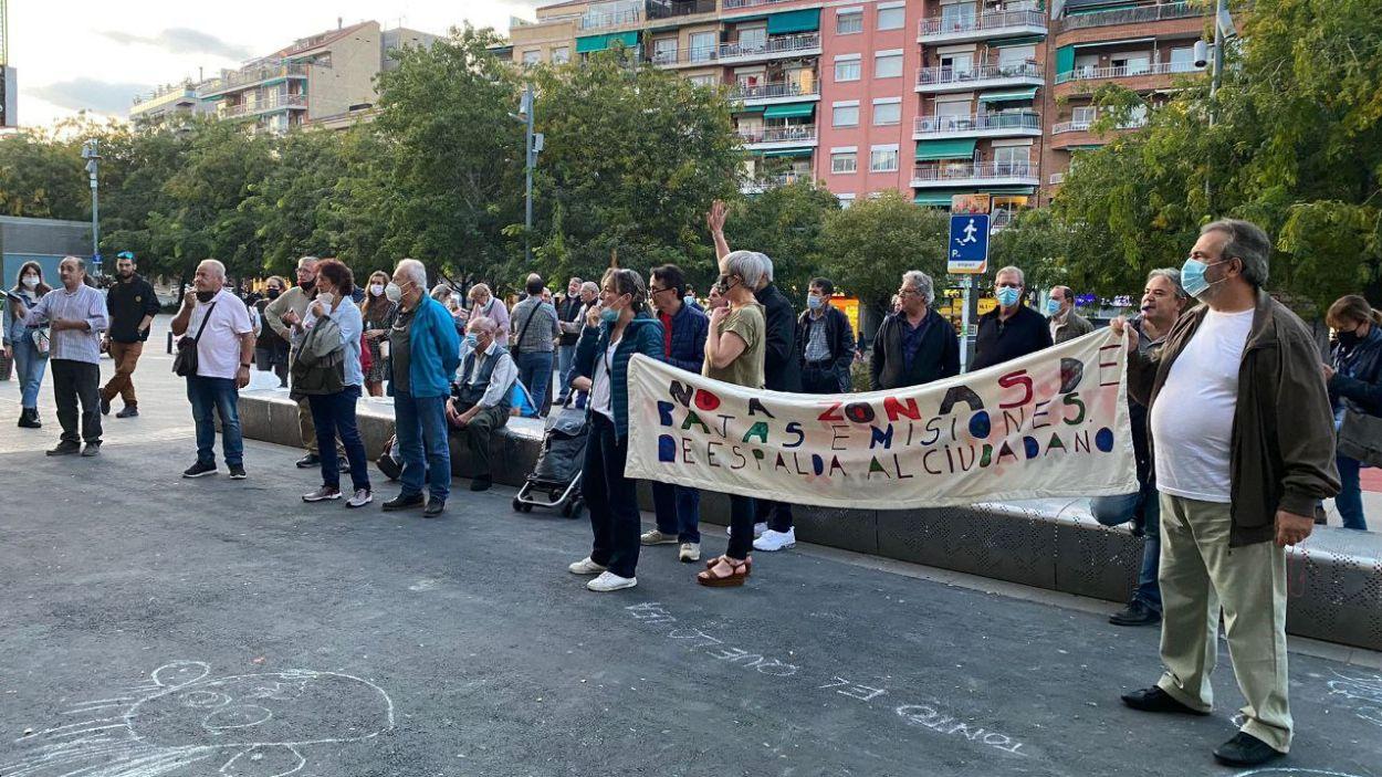 Manifestació de la Plataforma d'Afectats per la ZBE a les portes de l'ajuntament de Sant Cugat / Foto: Cugat Mèdia