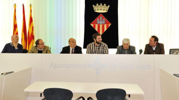 Els organitzadors, durant la presentació del 3r Torneig Nocturn Mixt de Futbol 7 a la sala de plens de l'Ajuntament. / Foto: Localpress