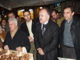 Carod-Rovira va aprofitar la visita per comprar castanyes