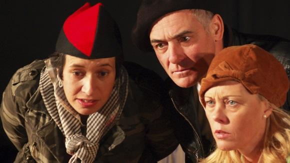 Teatre: 'L'abanderat. El bibliobús del front'