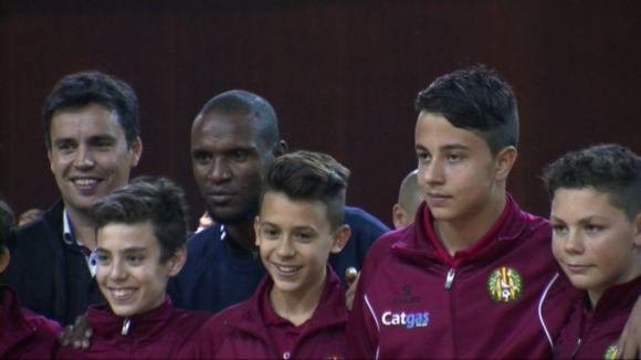 La solidaritat de la Fundació Eric Abidal omple de futbol sala la Rambla del Celler