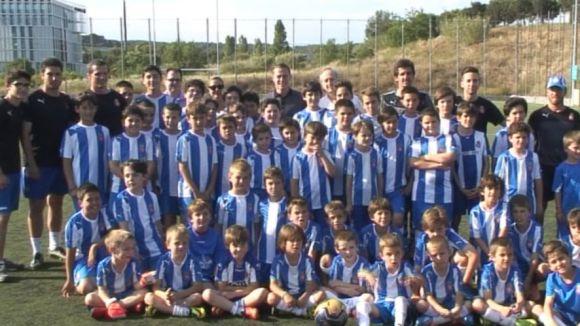 Imatge de la visita d'Abraham González a l'escola de futbol Pericops de Sant Cugat