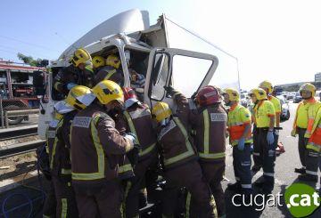 L'accident d'un camió de fruita obliga a tallar l'AP-7 durant cinc hores