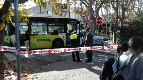 Set ferits lleus en un accident entre un autobús urbà i un cotxe a Mira-sol