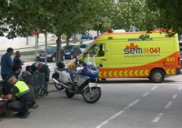 Una ciclista, ferida en ser atropellada per un vehicle