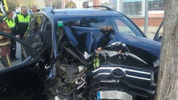 Dos ferits lleus en un xoc d'un cotxe contra un arbre a la rambla Torrent del  Xandri