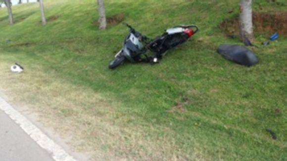 Un motorista, ferit greu, en una col·lisió contra un cotxe a la carretera de Rubí