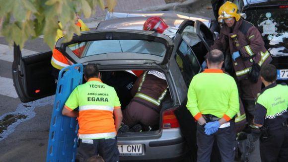 Un ferit lleu en un xoc entre dos vehicles a Mira-sol