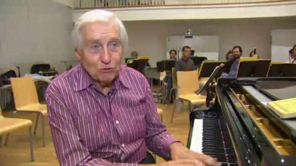 Joaquín Achúcarro assaja a l'Escola de Música Victòria dels Àngels