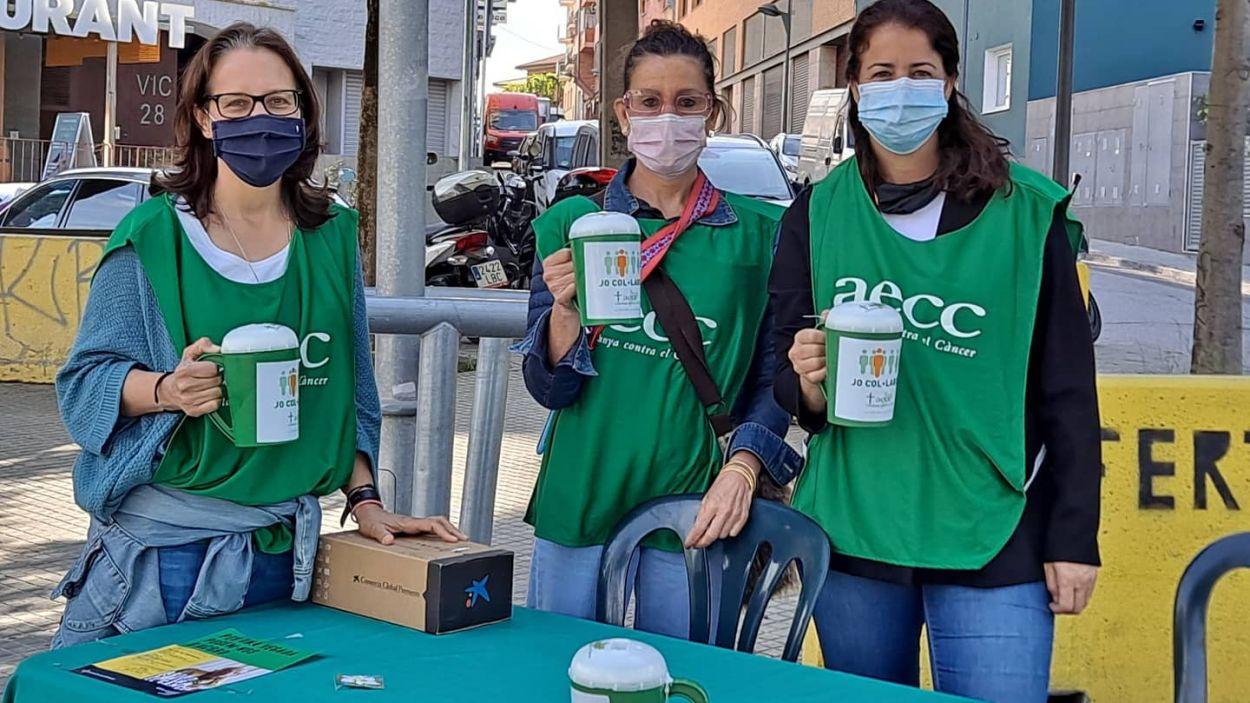 L'Associació Espanyola Contra el Càncer ha organitzat una recol·lecta a Sant Cugat / Foto: AECC