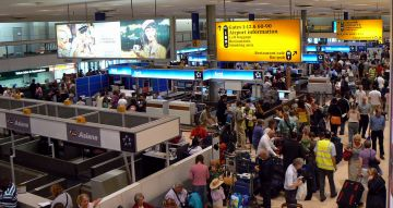 La cancel·lació de vols pel núvol de cendra afecta diversos santcugatencs