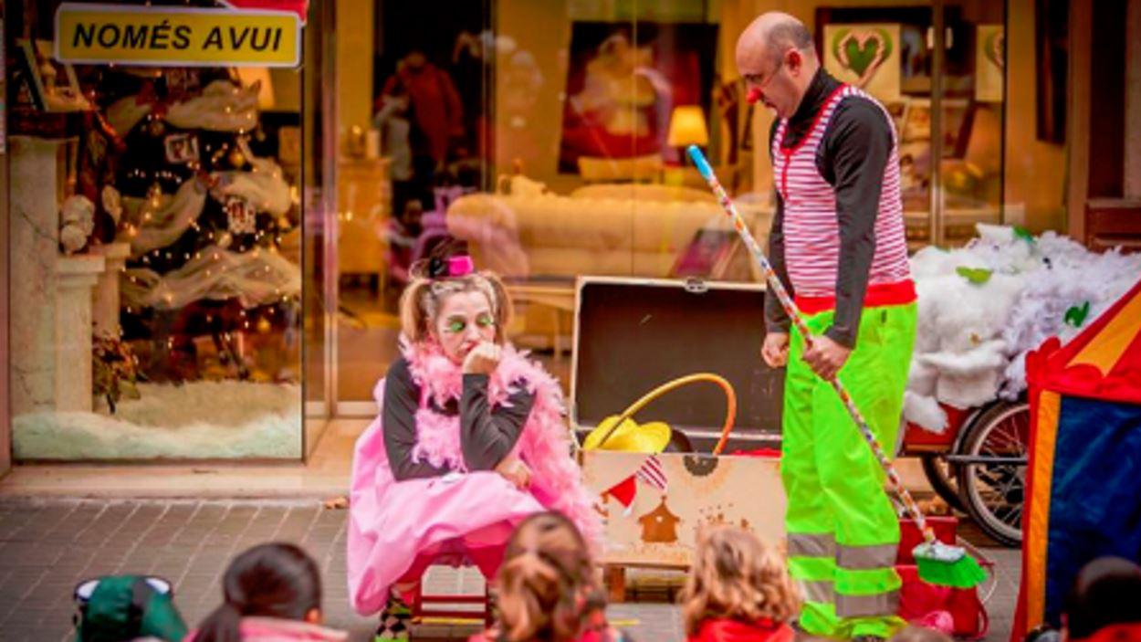Espectacle infantil al pati de l'Ateneu: 'La carpa dels contes' (circ)