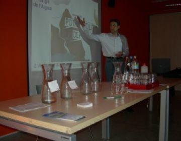 Una ONG apropa al Club Muntanyenc la importància de l'estalvi de l'aigua