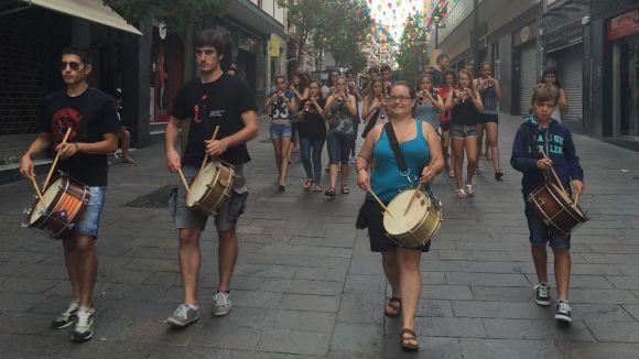 El ritme de gralles i timbals desperta un any més els santcugatencs per Sant Pere