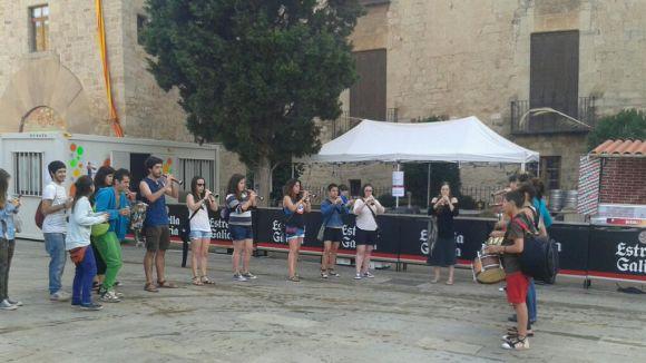La música de la cultura popular lleva la ciutat per Sant Pere