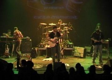 El públic reconeix el cantautor Albert Solà en el seu debut amb banda completa