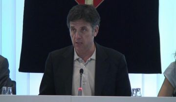 L'alcalde, Lluís Recoder, durant la seva intervenció al ple municipal
