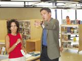 L'alcalde amb la directora de la Biblioteca del Mil·lenari, Pepa Forn