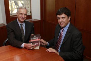 L'alcalde es reuneix amb el professor Robert Kaplan per analitzar la situació de Sant Cugat