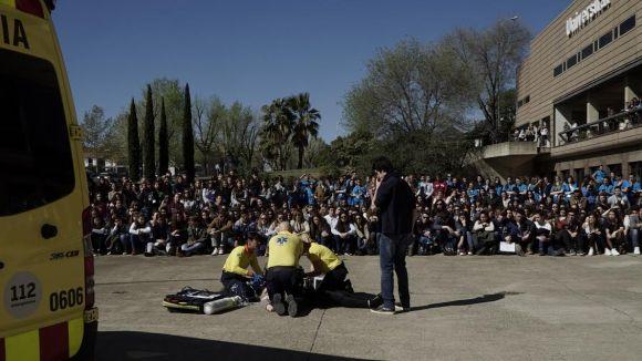 Alumnes d'Infermeria de la UIC expliquen als joves el risc en l'abús de l'alcohol