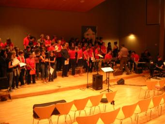 Els professors de l'Escola de Música Victòria dels Àngels reuneixen 160 persones en un concert benèfic
