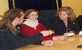 La regidora Àngels Ponsa ha rebut els alumnes i professors francesos a la sala de plens