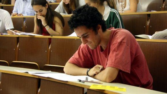 Imatge d'arxiu d'alumnes fent la selectivitat / Foto: ACN