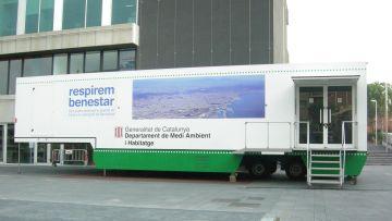 Una mostra itinerant explica com combatre la contaminació de l'aire
