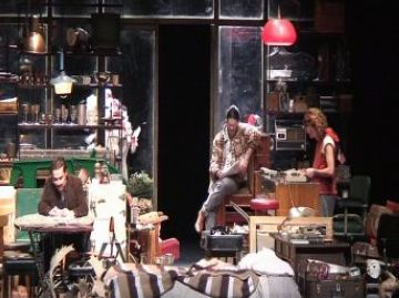 El públic del Teatre-Auditori lloa la interpretació dels actors d''American Buffalo'
