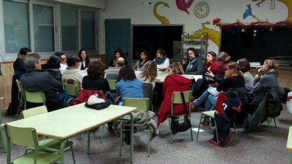 Moment de la reunió a l'escola Catalunya / Foto: Coordinadora AMPA