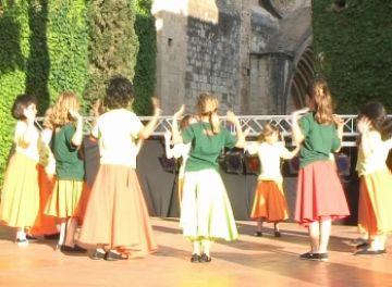 Més de 200 alumnes d'Andança interpreten els balls que han après durant el curs
