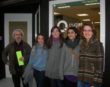 Alumnes de l'Angeleta Ferrer demanen més noms de dona als carrers santcugatencs