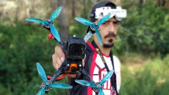 Coneix el primer pilot de drons de competició de Sant Cugat