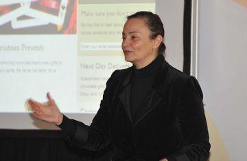 Els botiguers aprenen amb Antonella Broglia les experiències internacionals més exitoses del sector