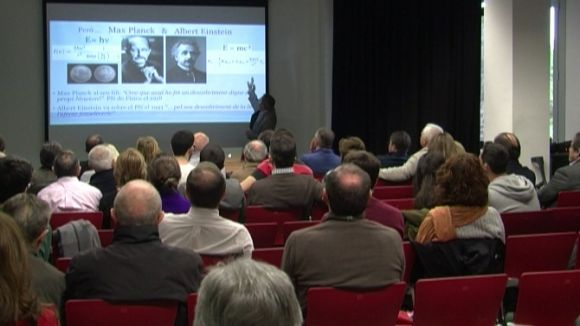 L'AASCV apropa les ciències de la llum amb activitats per a tots els públics