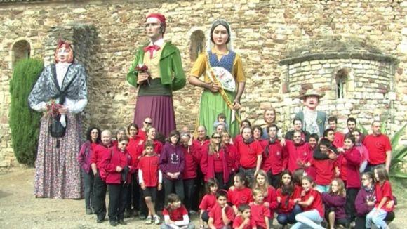 Els Gegants coronen durant l'Aplec de la Salut el Puig Madrona