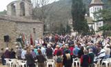 Centenars de persones han seguit l'ofici religiós oficiat a l'ermita de Sant Medir