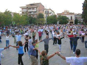 Tarda de sardanes a la plaça d'Octavià