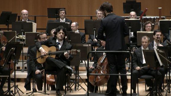 El guitarrista Juan Manuel Cañizares fa una demostració de virtuosisme al Teatre-Auditori amb l'OBC