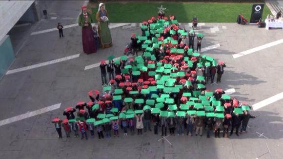 Cugat.cat felicita les festes amb un arbre de Nadal humà