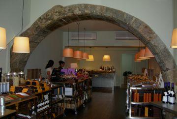 L'Ajuntament obliga una botiga del carrer Major a destapar un arc medieval
