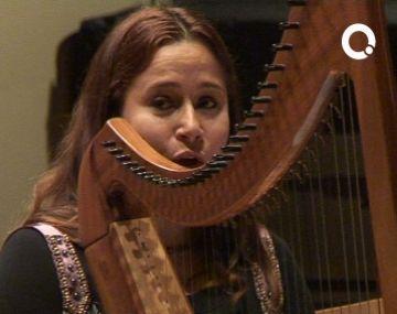 La cantant i arpista Arianna Savall omple de màgia l'Escola de Música Victòria dels Àngels