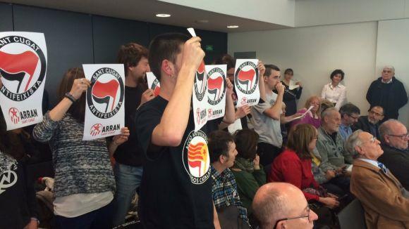 L'Ajuntament obrirà expedient sancionador a Arran per treure plaques de carrers amb noms franquistes