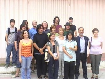 Membres del Teatre la Unió i alguns dels artistes que participaran en la propera temporada